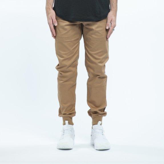 Celana jogger untuk gaya kekinian dan nyaman (www.istock.com).