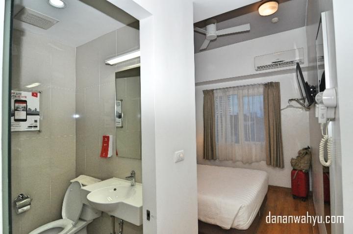 Buat cewek-cewek ada kabar gembira di kamar Planet Hotel tersedia hair dryer