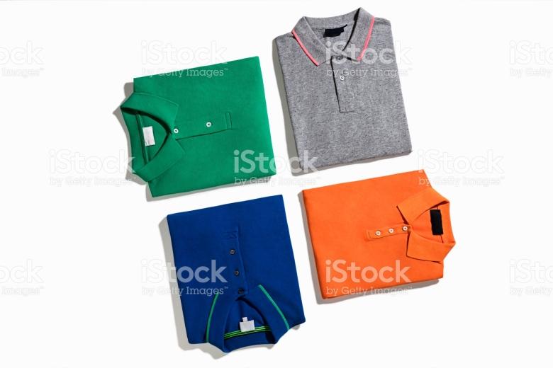 Kaos warna-warni untuk traveling agar dikamera terlihat keren (www.istock.com).