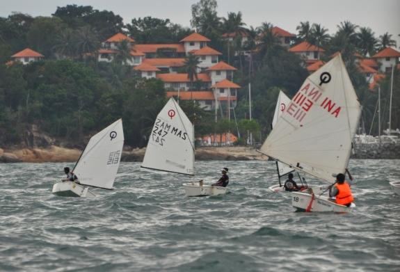 Pertandingan optimus dengan pemandangan Nongsa Point Marina Resort.