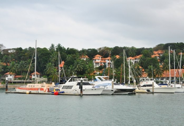 Tak banyak resor di Indonesia yang memiliki pelabuhan yact pribadi.