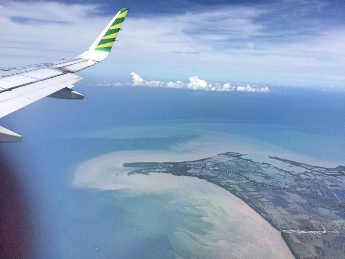 Akhirnya kembali meninggalkan Makassar dan merasakan penerbangan pertama tahun 2018. Ih norak ah...