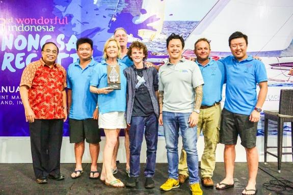 Tim tim WAKA TERE berfoto bersama Indroyono Soesilo , Ketua Tim Percepatan Pengembangan Wisata dan Mike Wiluan , Presiden Direktur Nongsa Resorts.