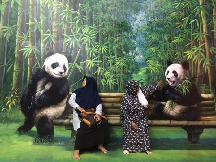 Empat ekor panda :D