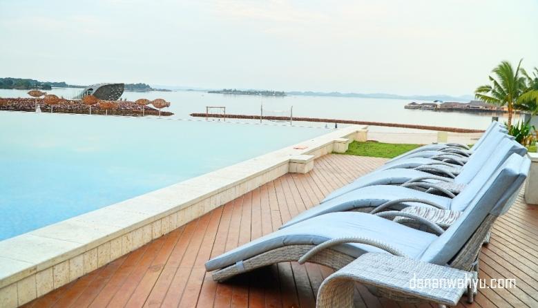 Begini lho pemandangan infinity pool-nya, asik kan?