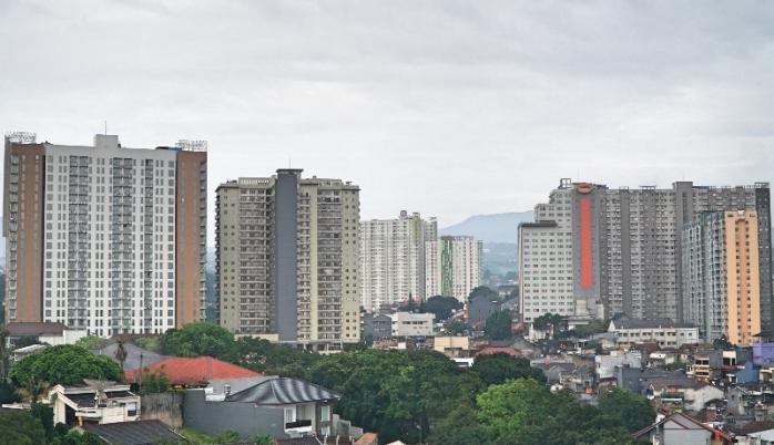 Pemandangan kota Bandung dari rooftop North Tower Grand Tjokro Premiere Hotel Bandung.