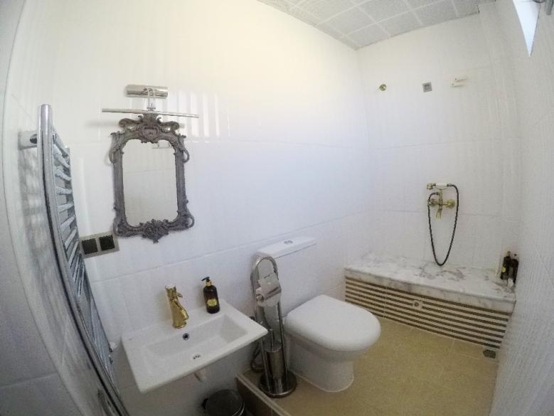Desain kamar mandinya nggak kalah seru