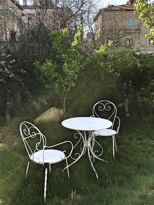 Taman belakang bisa menjadi tempat bersantai
