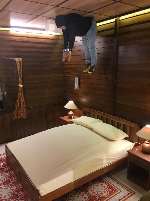 Setelah piknik dua bulan travel blogger ini merindukan tidur di langit-langit