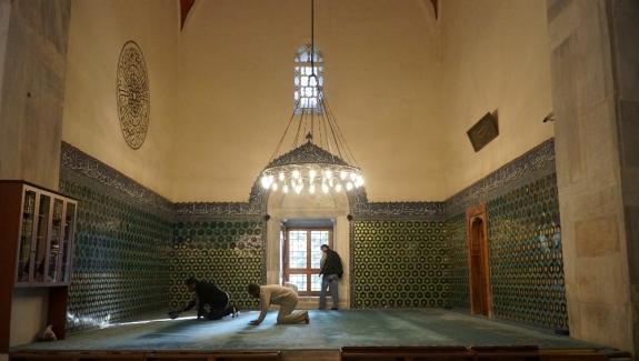 Bagian dalam masjid hijau