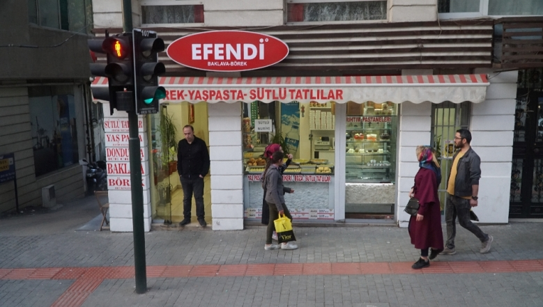 Jalanan kota Turki terasa lebih hangat di musim semi