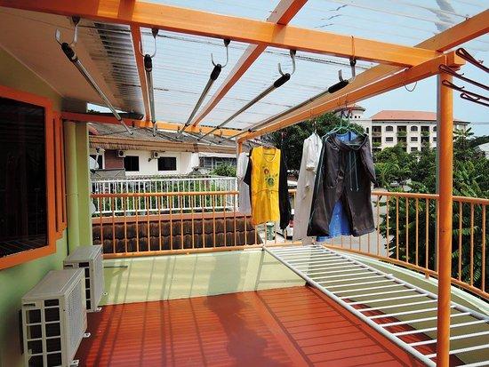 Lantai tiga tempat menjemur pakaian