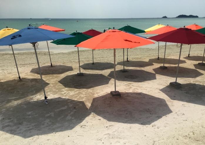 pantai berpasir salah satu daya tarik Lagoi sebagai destinas wisata kelas dunia