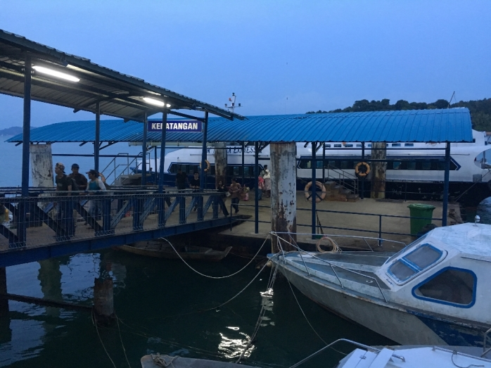 Menjelang magrib sampai di Pelabuhan Punggur Bintan