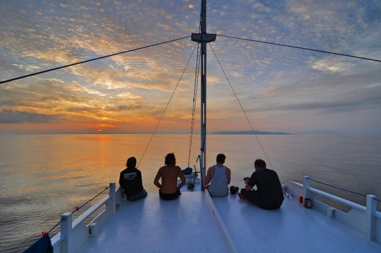 Ulang tahun ke berapa ya LOB Lombok - Labuan Bajo, setiap hari cuma melihat sunset dan sunrise.