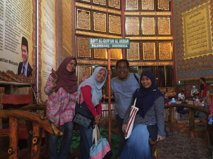 Foto keluarga cemara di Museum Al Quran