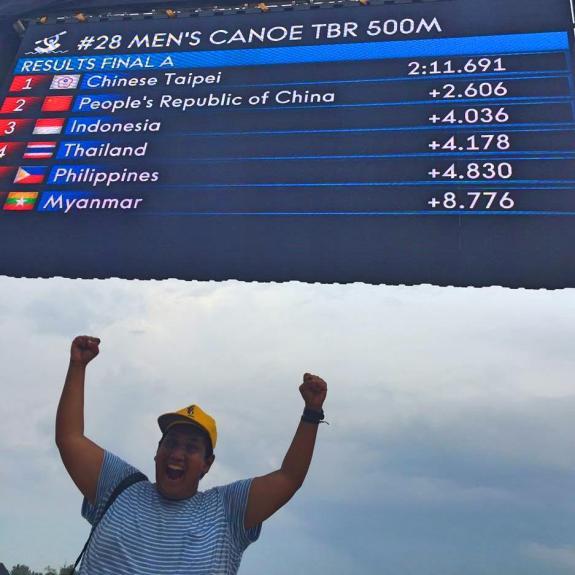Yey! Indonesia juara ke tiga perahu naga pria  500 meter